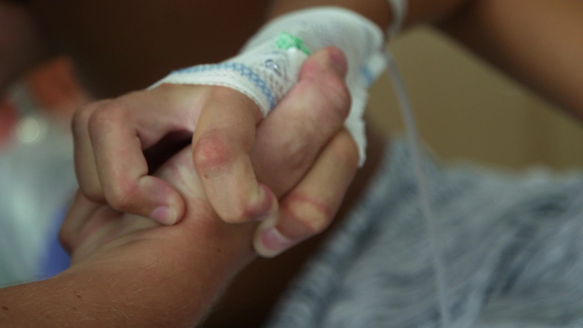 død mands hånd marie bryster