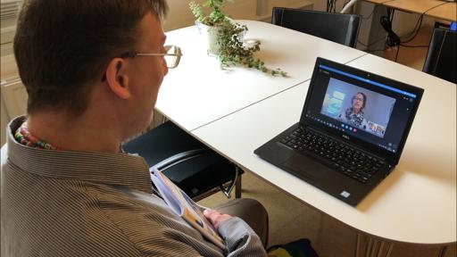 Flemming Pedersen får hjælp via Skype