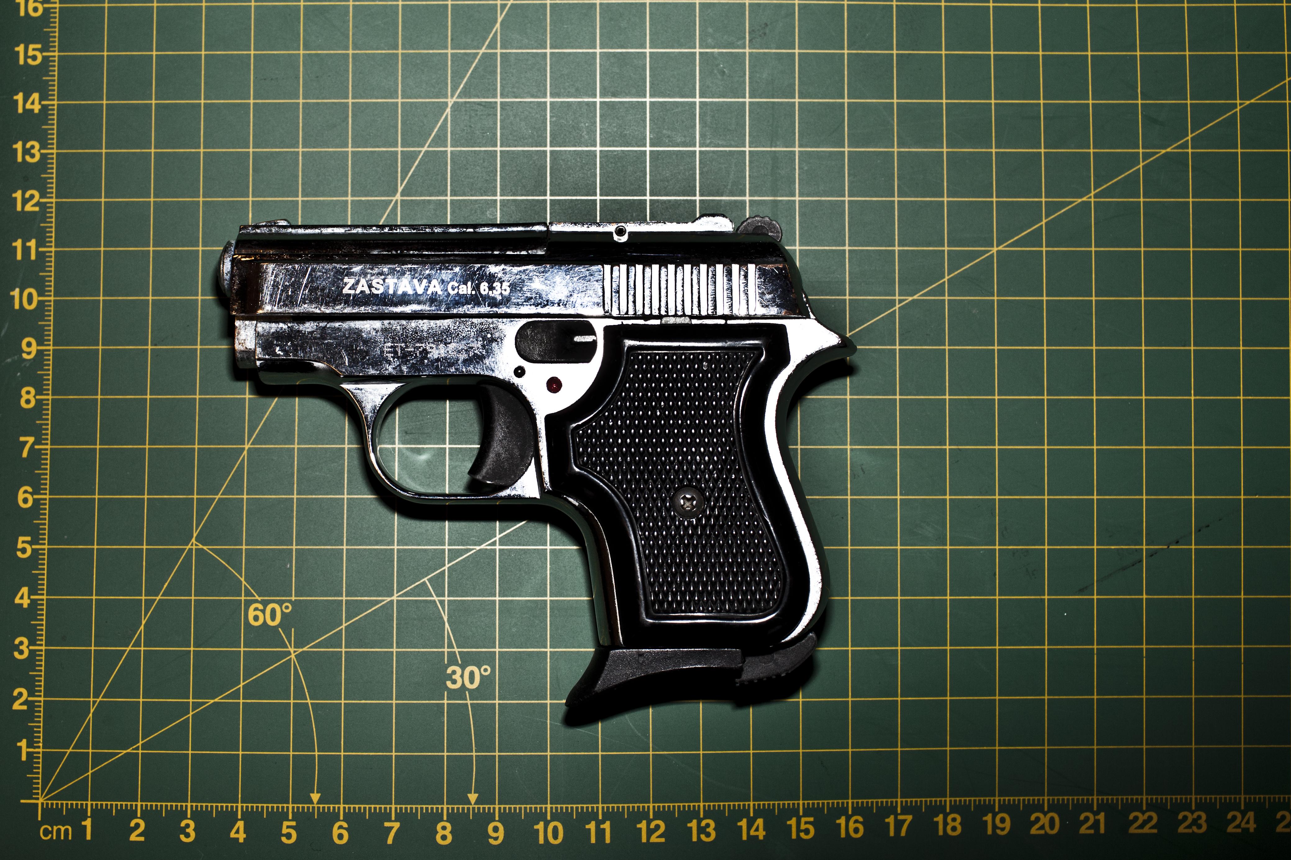 Svensk politi beslaglægger flere ombyggede våben | Ligetil | DR
