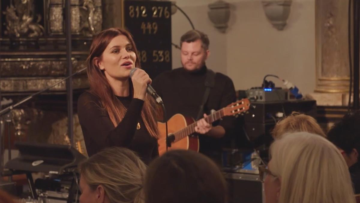 pernille rosendahl synger i kirke