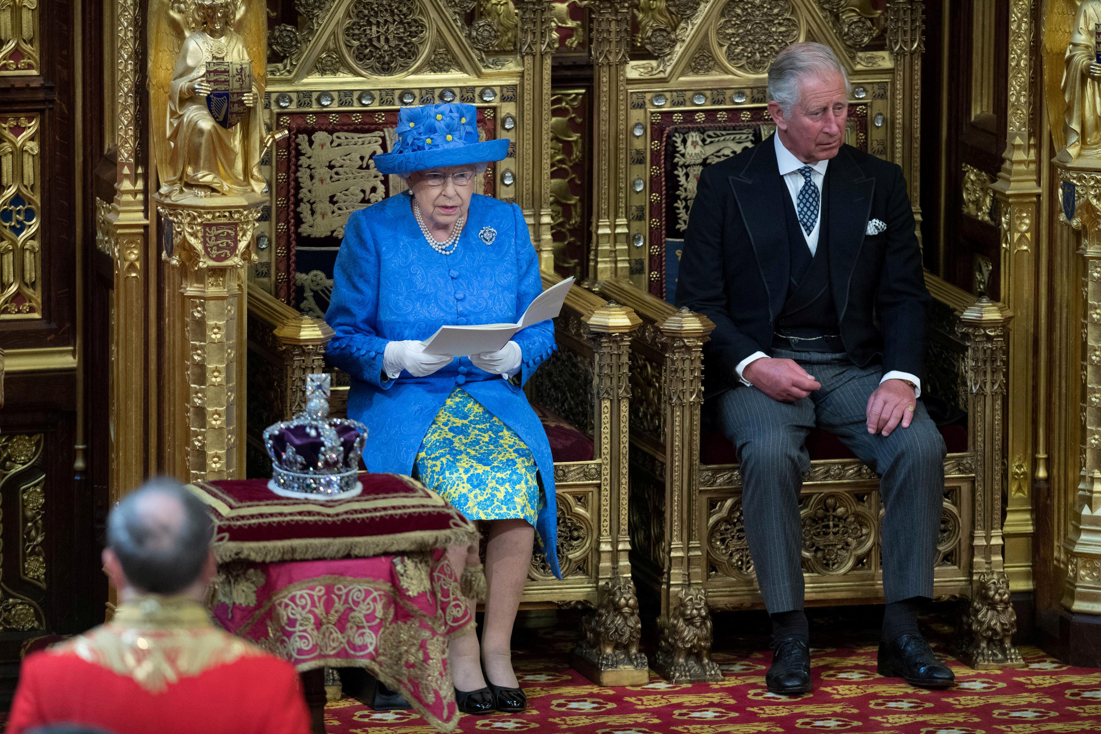 Dronning Elizabeth skal fremlægge regeringens politik