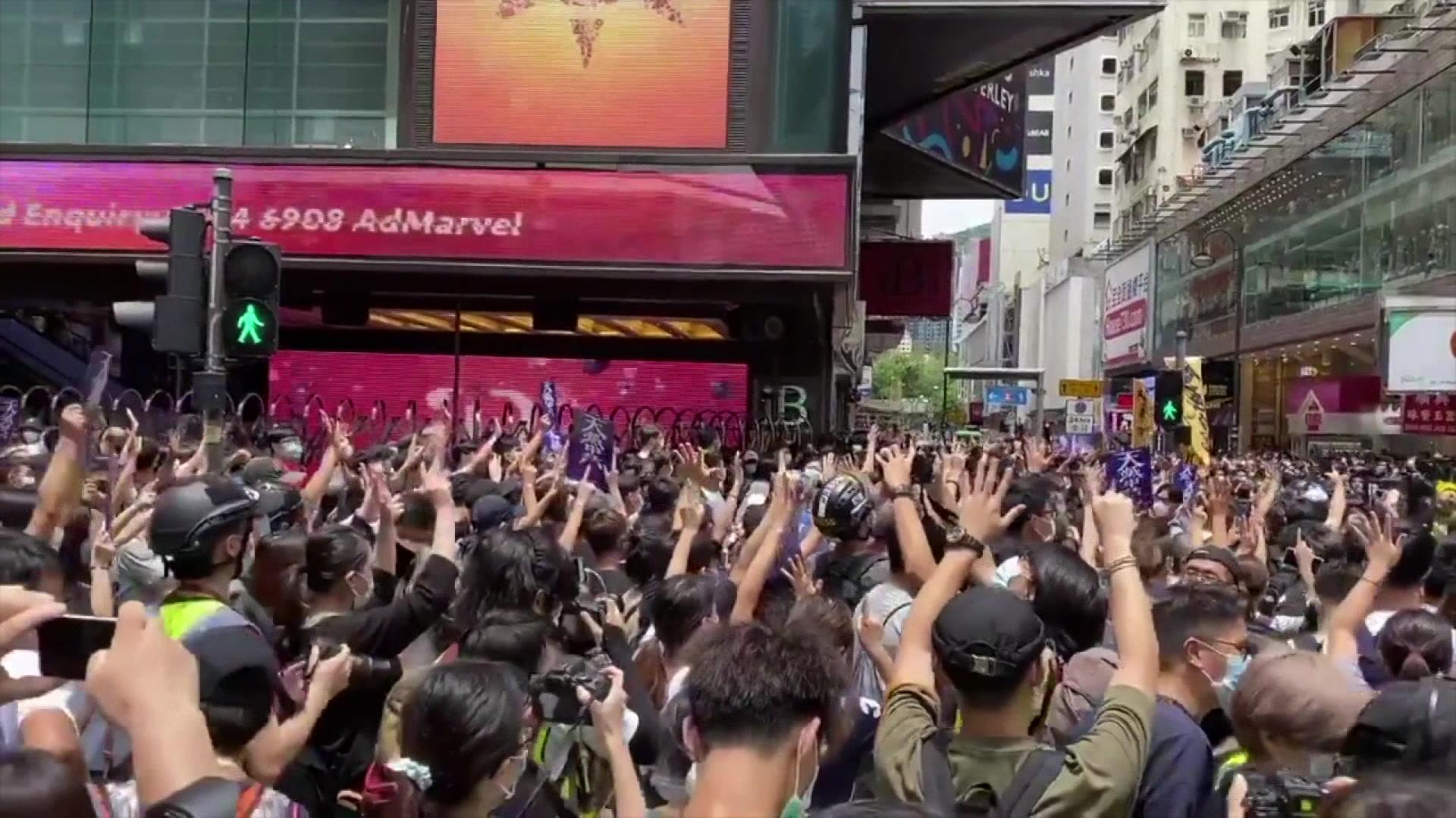 10967957_seco_hong_kong_protests_more-11.04.30.14.jpg