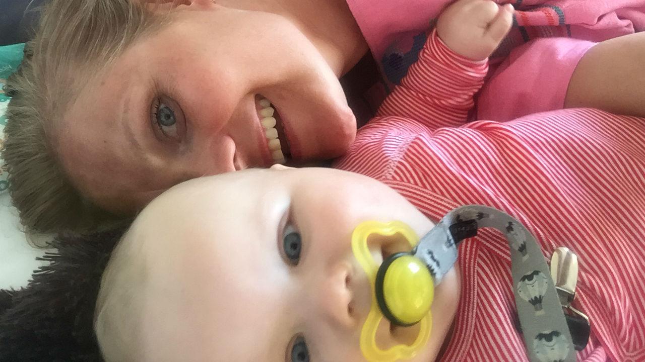 Gråd, skænderi, søvnmangel - og babysvømning! 1:3