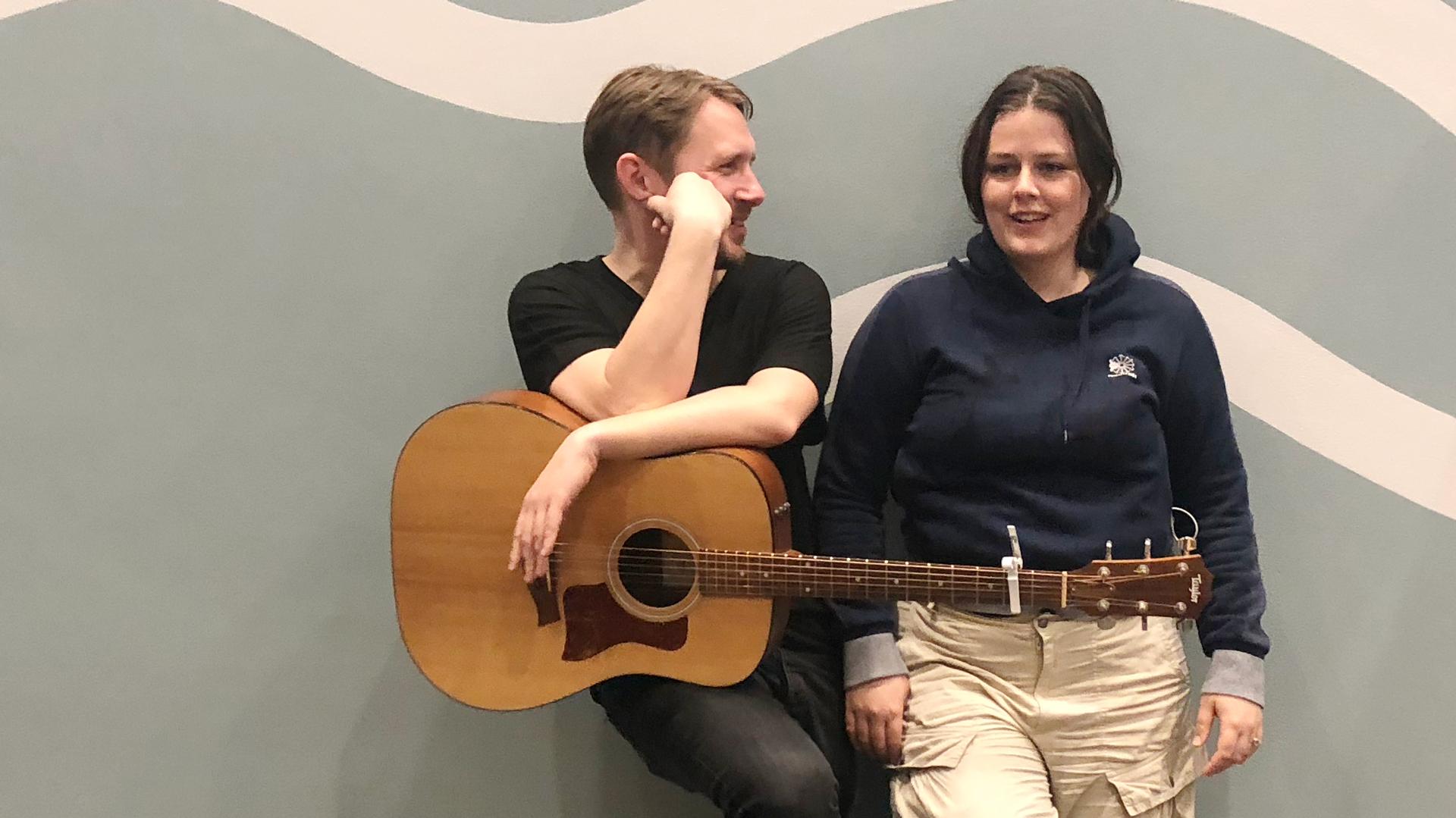 Sangskriver med Jada og Jonas