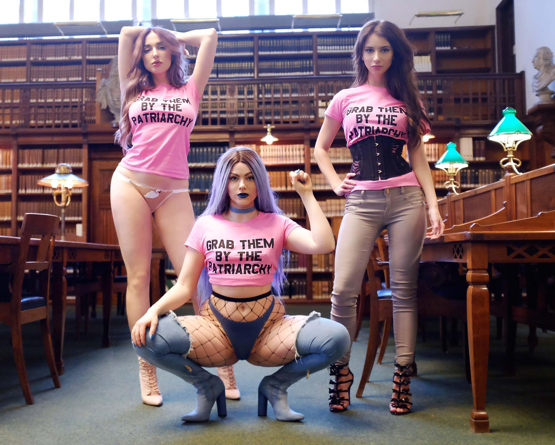 Dr. koncertsal oversigt nøgne modne kvinder