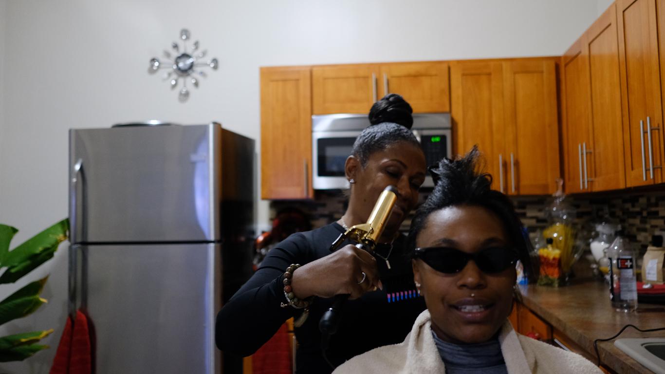 Hårede sorte kvinder fotos