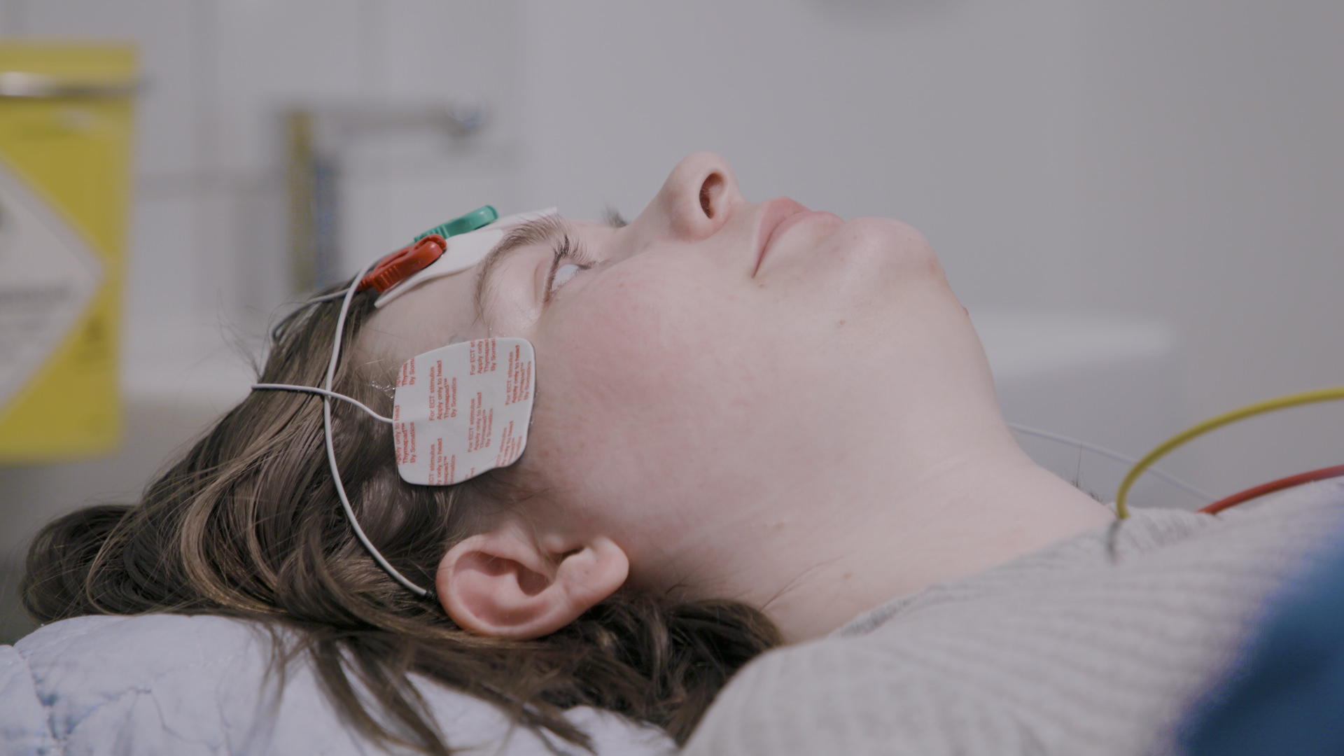 DR har fulgt Maria på den lukkede: Elektrochok dæmper stemmen i hendes sind)