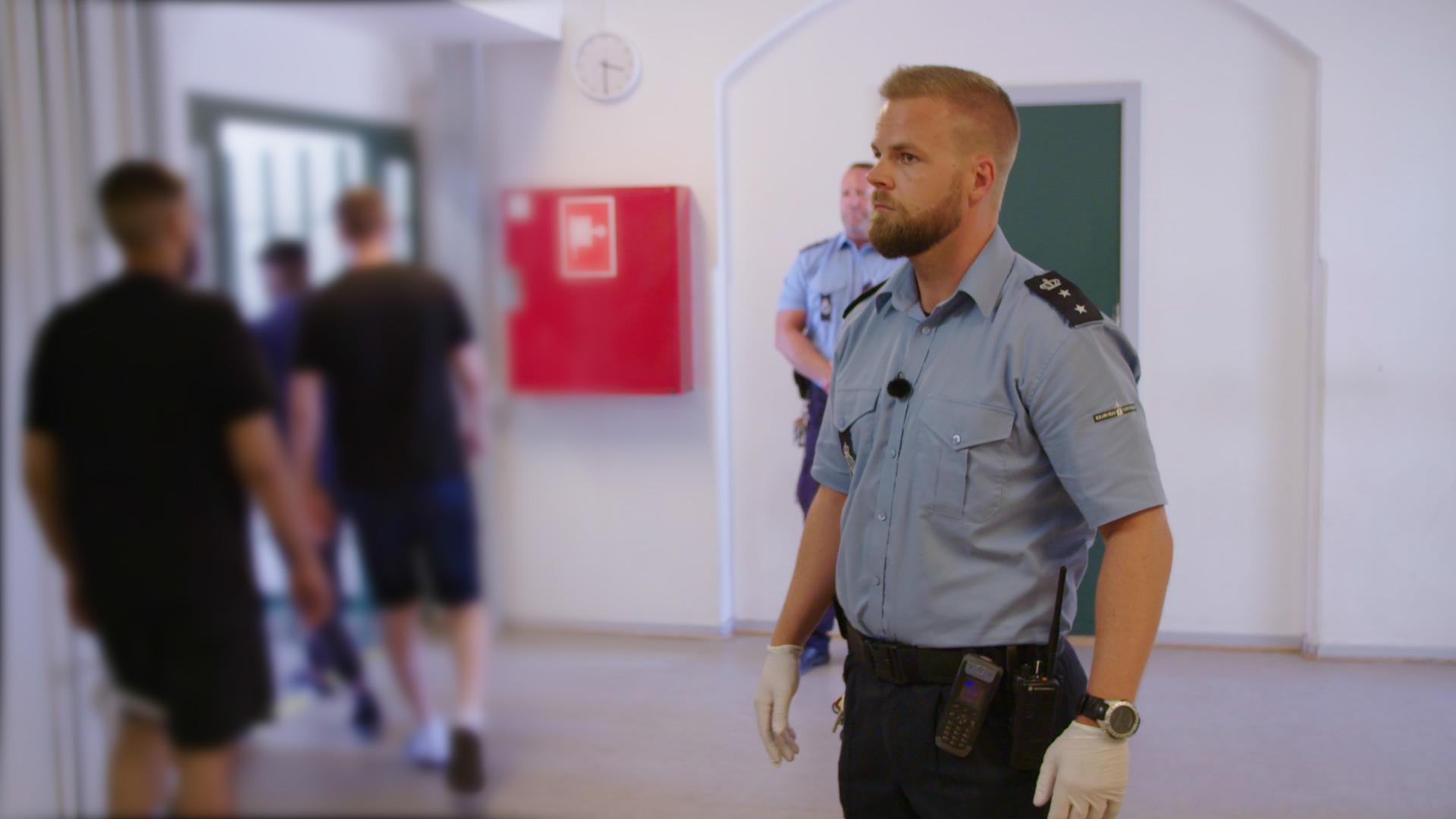 En hverdag med konflikter, vold og trusler: Kom med ind bag fængslets mure