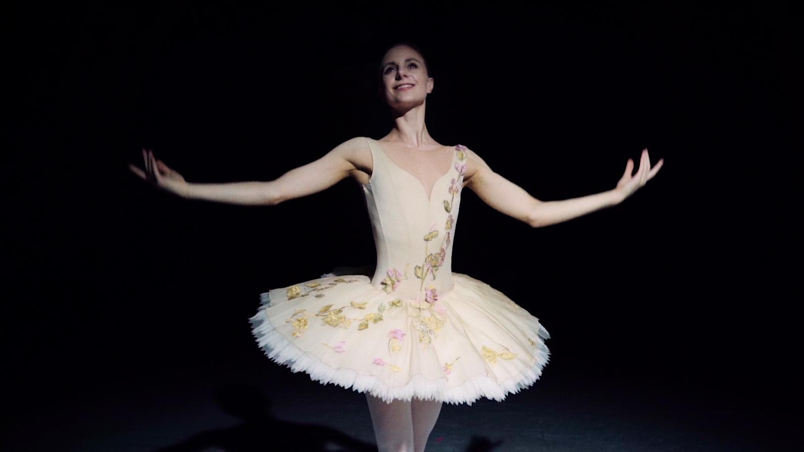 Kom backstage på Det Kongelige Teater med stjernedanseren Ida